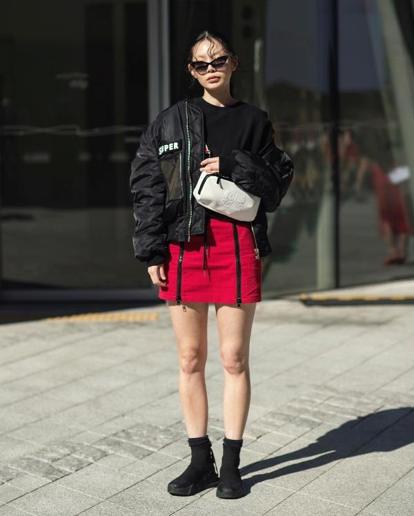 Seoul Fashion Week Xuân/Hè 2019 ngày thứ hai: 'Sàn diễn' của street style cá tính, màu sắc 0