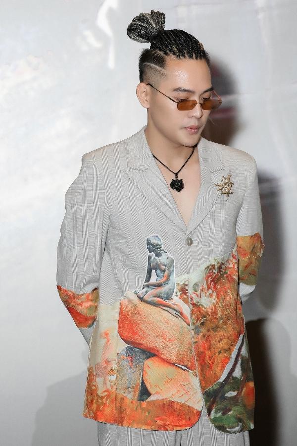 Võ Đăng Khoa hóa thân 'Lục Vân Tiên thời hiện đại' cùng Hoài Linh trong web drama 'Tay buôn, buông tay?' 4