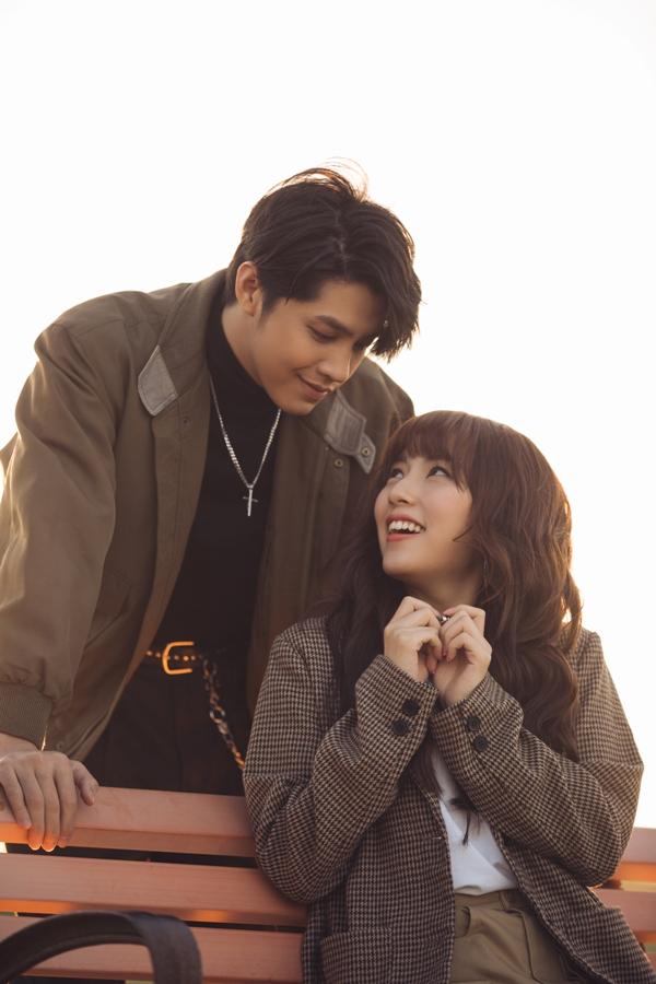 Nhân vật nữ chính đóng cùng Noo Phước Thịnh trong MV cũng là một nữ thực tập sinh người Hàn còn rất trẻ là Young Ju.