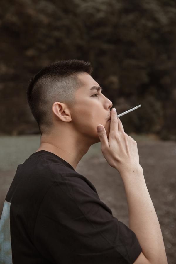 Noo Phước Thịnh chính thức trở lại đường đua Vpop với MV đậm chất điện ảnh cùng tạo hình nam tính 4