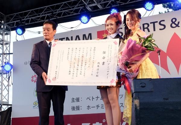 Suni Hạ Linh cùng ngôi saoNoriko Sakai. Nữ nghệ sĩ Nhật Bản cũng chính là đại sứ của lễ hội này