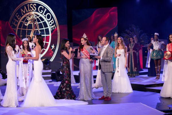 Khánh Ngân chính thức lên tiếng về sự cố không được trao vương miện trong đêm chung kết Miss Globe 2018 0