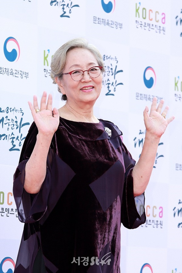 'Người bà quốc dân' trong mọi bộ phim truyền hình Hàn QuốcKim Young Ok.