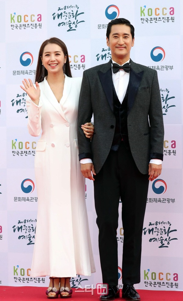 Tài tửShin Hyun Jun và phát thanh viên xinh đẹpLee Ji Ae.