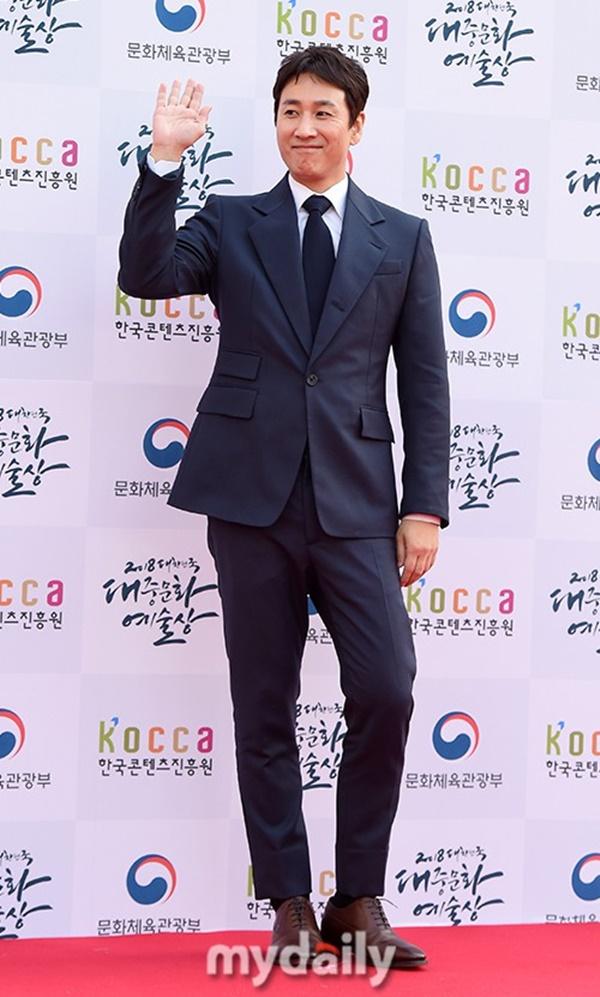 MC quyền lực của K-bizJun Hyun Moo.