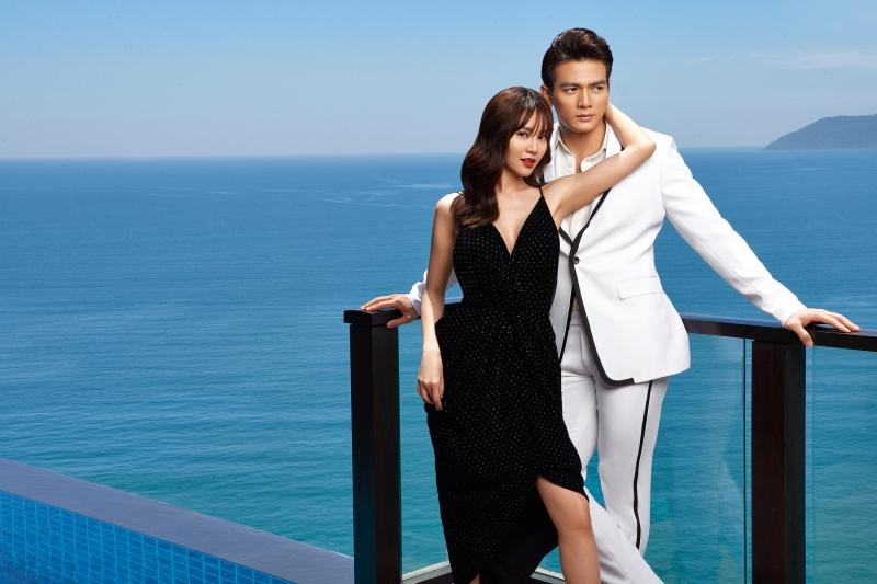 Trong khi đó, Lê Xuân Tiền mang đến hình ảnh quý ông lịch lãm với thiết kế vest màu trắng, đơn giản, có đường diềm đen tương phản.
