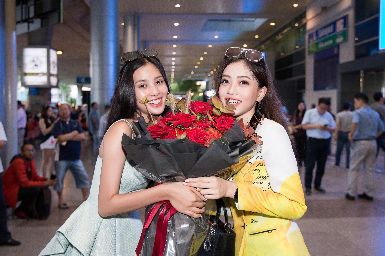 Hoa hậu Tiểu Vy ra tận sân bay đón Phương Nga trở về nước sau hành trình tại Miss Grand International 2018 2