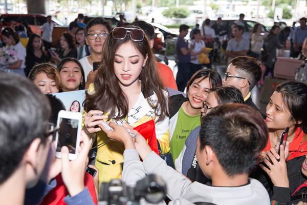 Hoa hậu Tiểu Vy ra tận sân bay đón Phương Nga trở về nước sau hành trình tại Miss Grand International 2018 3