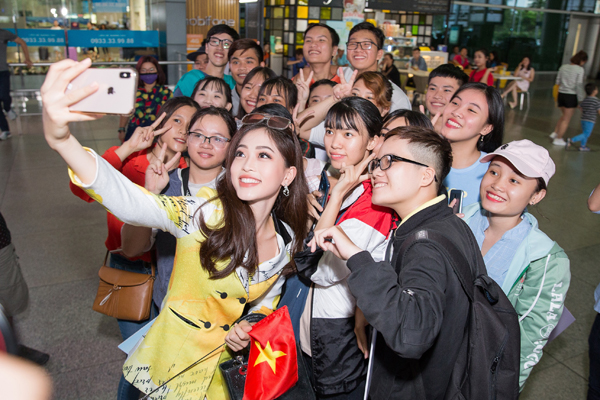 Hoa hậu Tiểu Vy ra tận sân bay đón Phương Nga trở về nước sau hành trình tại Miss Grand International 2018 4