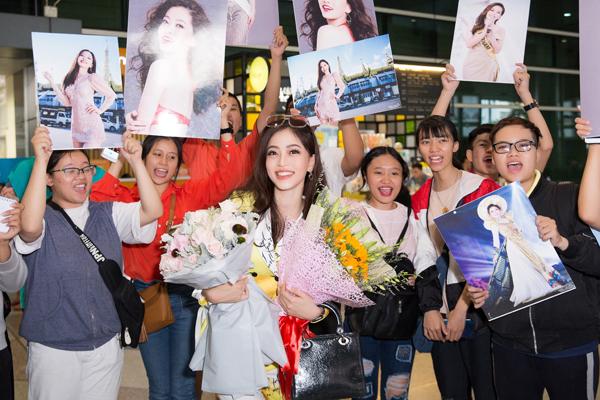 Hoa hậu Tiểu Vy ra tận sân bay đón Phương Nga trở về nước sau hành trình tại Miss Grand International 2018 5