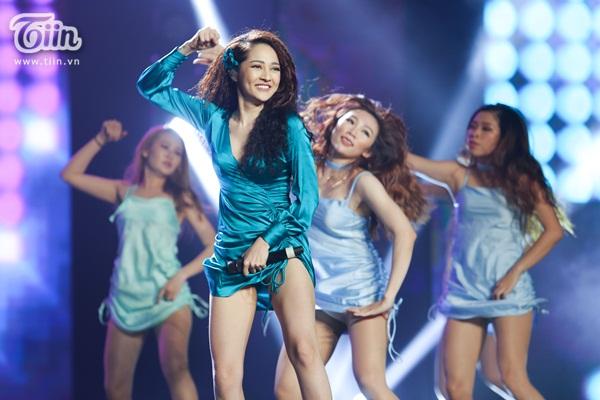 Lần đầu xuất hiện sau 'bão tin đồn', Bảo Anh nhảy cực sung trình diễn bản hit gây tranh cãi 6