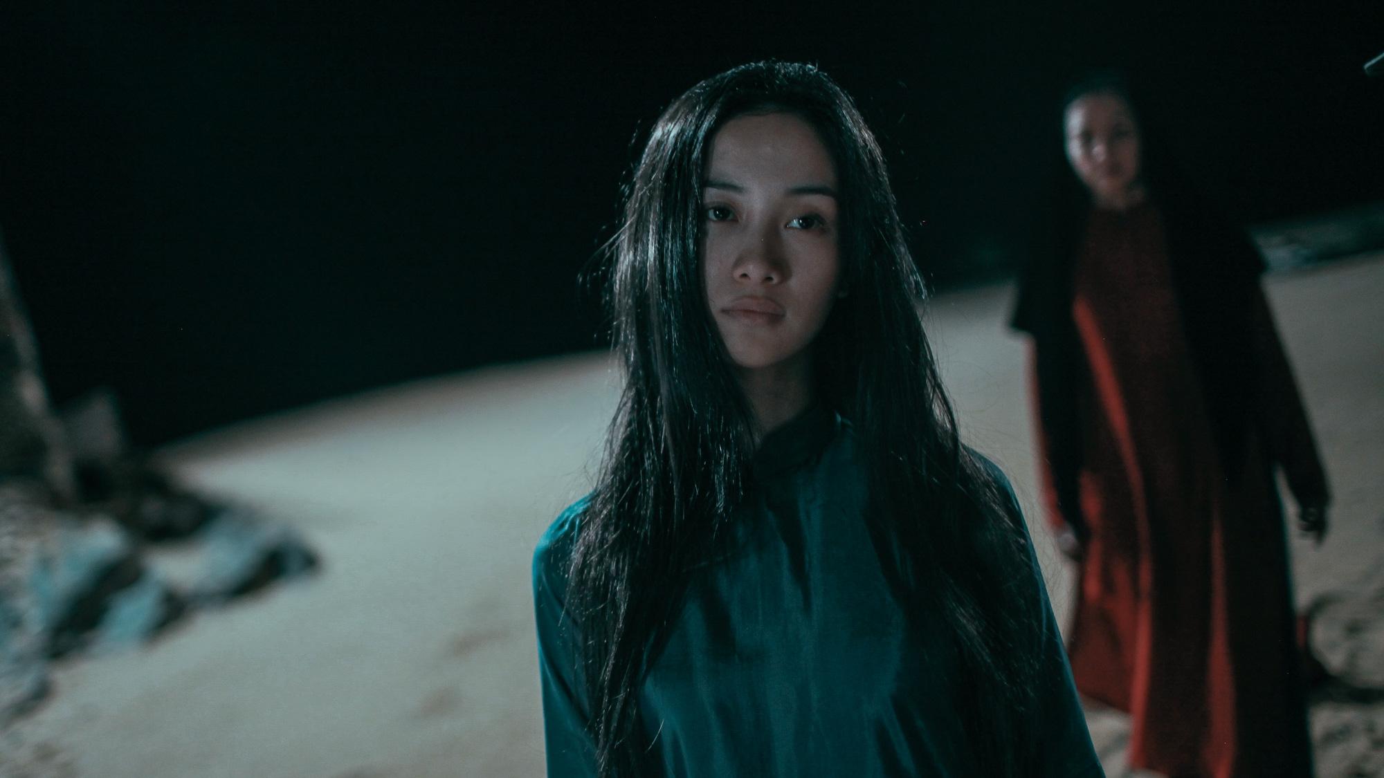 'Hết hồn' khi thấyJun Vũ bất động trước gương như một bóng ma 3