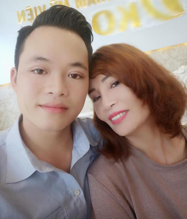 Cô dâu 62 tuổi bị 'ném đá' vì 'dắt mũi' cộng đồng mạng để kiếm tiền 2