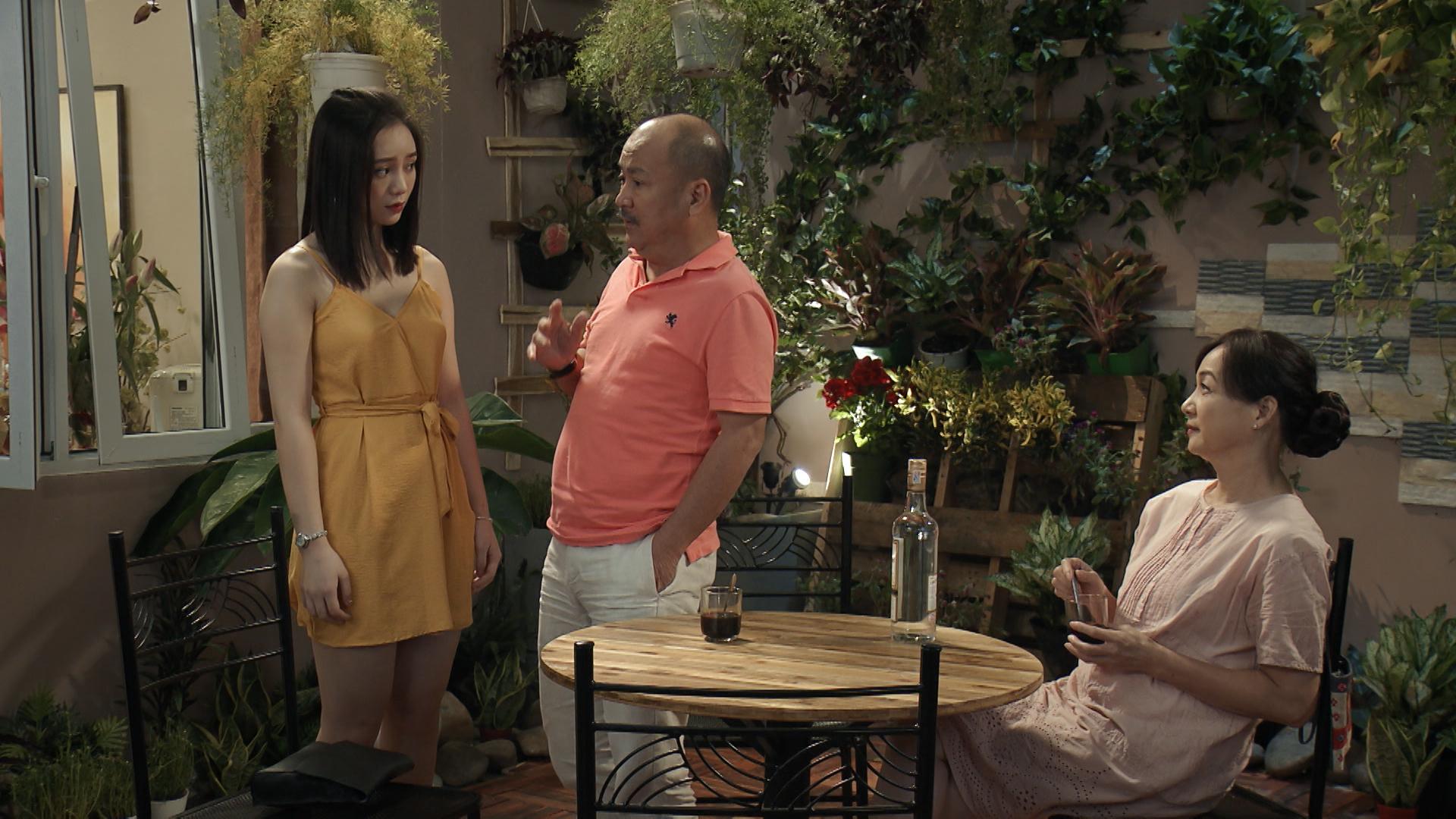 'Mẹ ơi, bố đâu rồi' tập 2: Phát hiện có người theo dõi, Quỳnh Kool xịt hơi cay và ngã ngửa khi nạn nhân là bố mình 0
