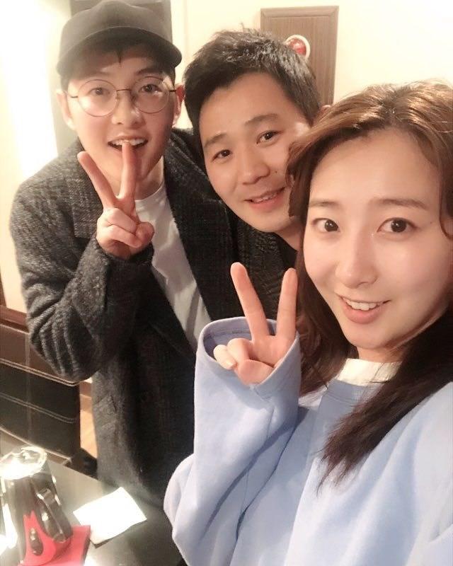 Hình ảnh trong lần hộ tống vợ trước đây của Song Joong Ki.