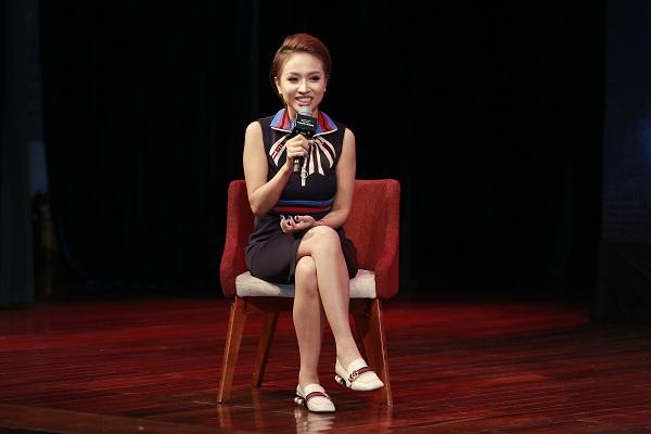 MC Thanh Vân - người bạn 15 năm của Hoàng Thùy Linh, người đã giới thiệu Việt cho Linh cảm thấy day dứt vì nghĩ mình là nguyên nhân gián tiếp khiến Linh đau khổ.