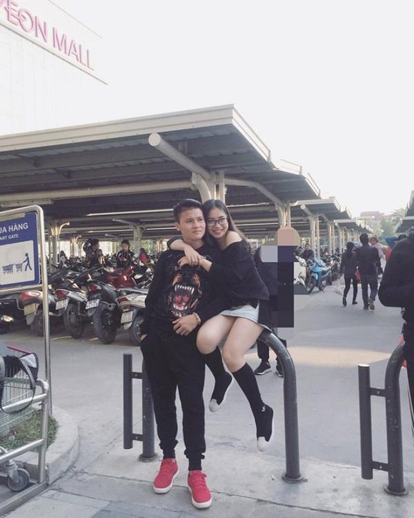 Nhật Lê - 'bóng hồng' xinh đẹp của tiền vệ Quang Hải nhận được nhiều sự yêu mến từ cộng đồng mạng.