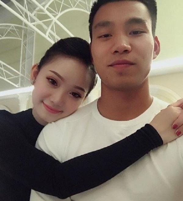 Nhan sắc xinh đẹp của bạn gái chàng hậu vệ Vũ Văn Thanh