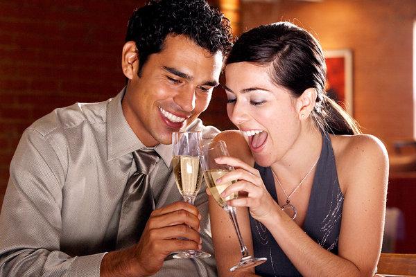 Bởi sự hài lòng trong tình yêu có ảnh hưởng rất tích cực đến cân nặng của các cặp đôi.