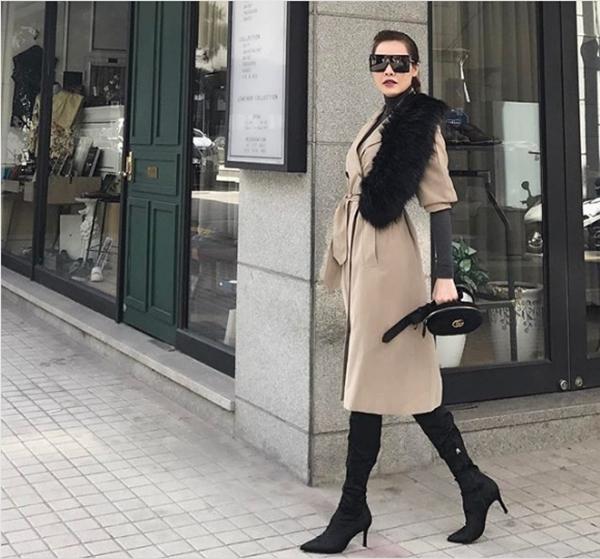 Khi diện short hay khi mặc suit thanh lịch, Quế Vân luôn biết cách chọn trang phục, phụ kiện giúp tôn lên lợi thế hình thể