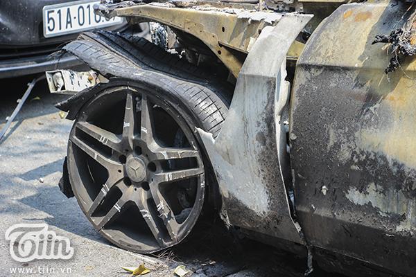 Các phương tiện bị cháy chụi và không thể nhận dạng