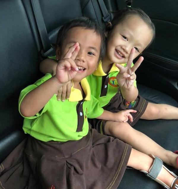 Em bé tật nguyền ở Thanh Hóa rạng rỡ trong ngày đầu đến trường 0