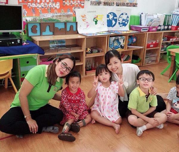 Cô giáo và những người bạn mới của Pàng
