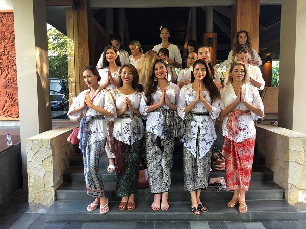 Phạm Hương được khen ngợi khi diện trang phục Kebaya truyền thống của Indonesia