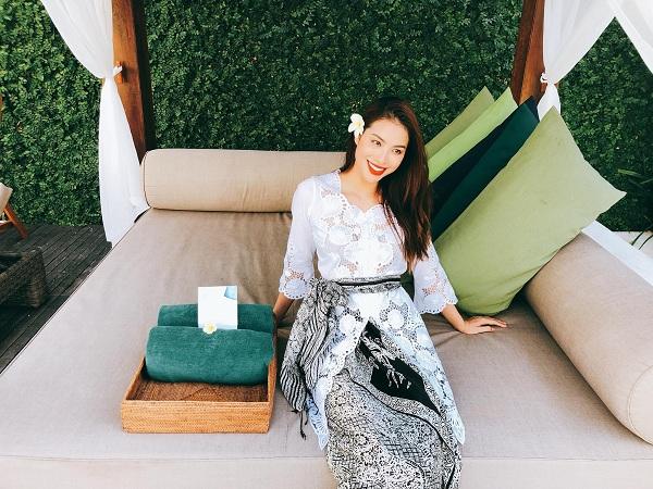Phạm Hương được khen ngợi khi diện trang phục Kebaya truyền thống của Indonesia 4