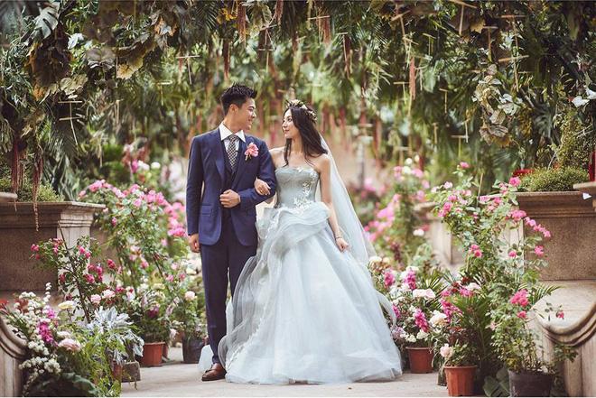 Đám cưới đẹp như ngôn tình của 'chị đẹp' Hạ Thi Văn và chồng.