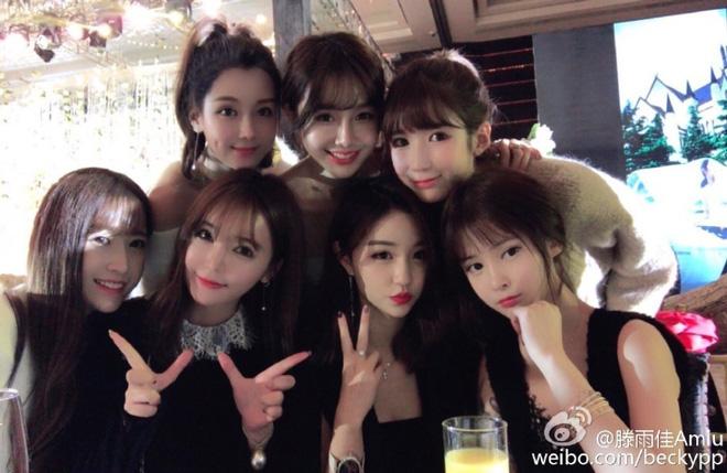 Hội bạn thân hot girl gây chú ý của Lâm San San.