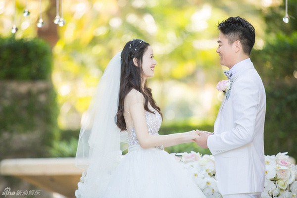 Tuy đám cưới không diễn ra quá rầm rộ nhưng vẫn khiến nhiều người choáng ngợp bởi mức độ xa hoa, hoành tráng của nó.