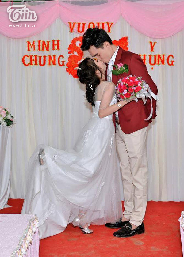 Trải qua bao khó khăn, cặp đôi đã có một đám cưới hạnh phúc