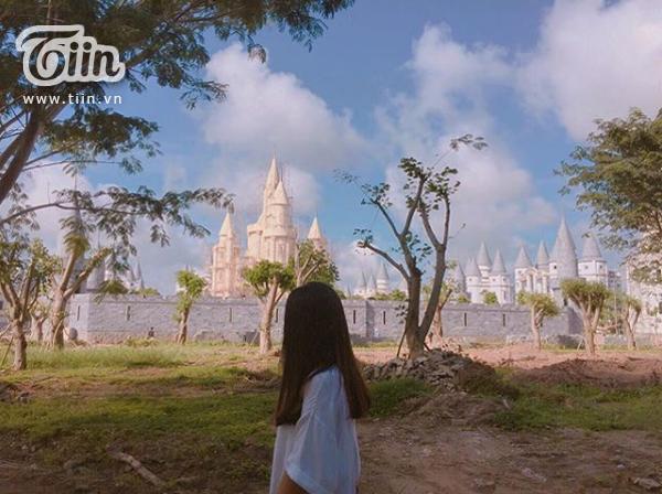 'Mắt tròn mắt dẹt' khi tận thấy 'Học viện Phù thủy Hogwarts' ngay giữa Hậu Giang 4