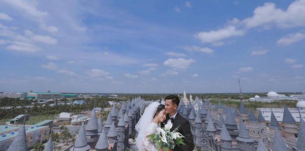 Nơi đây còn thường xuyên được chọn để chụp ảnh cưới của nhiều cặp đôi. Ảnh: Nguyễn Văn Tảo.