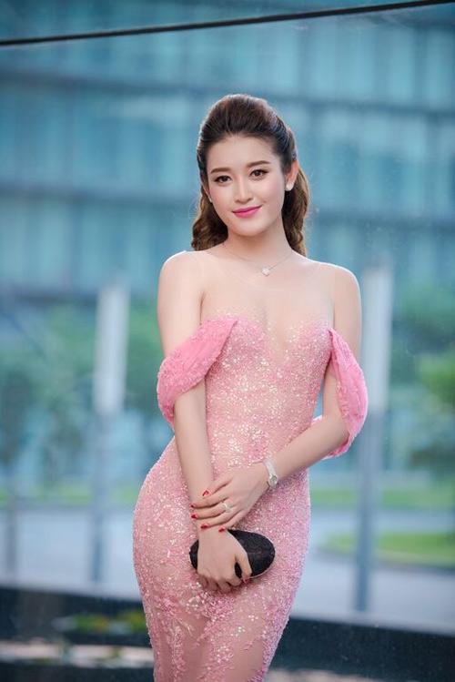 Á hậu Huyền My lọt top 32 'Hoa hậu của các Hoa hậu 2017'.