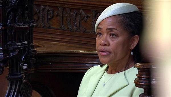 Khoảnh khắc xúc động: Mẹ Meghan không ngừng khóc khi con gái chính thức trở thành Công nương nước Anh 0