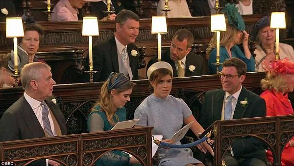 Hoàng tử Andrew cùng Công chúa Beatrice và Công chúa Eugenie