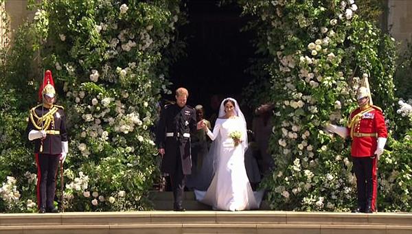 Loài hoa yêu thích của cố Công nương Diana được dùng để trang trí tại sảnh và hai bên lối vào của khách cũng như trên bó hoa cưới của cô dâu