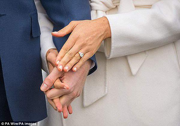 Hai viên kim cương từ bộ sưu tập trang sức cá nhân của mẹ Hoàng tử được làm nhẫn đính hôn
