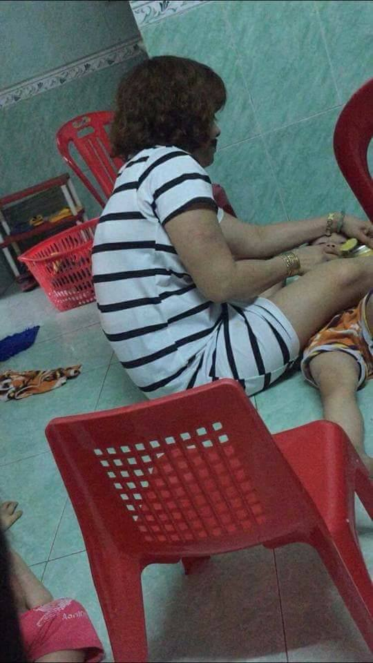 Phẫn nộ clip bảo mẫu đánh liên tiếp vào mặt, đè ngửa tống thức ăn vào miệng trẻ ở Đà Nẵng 0