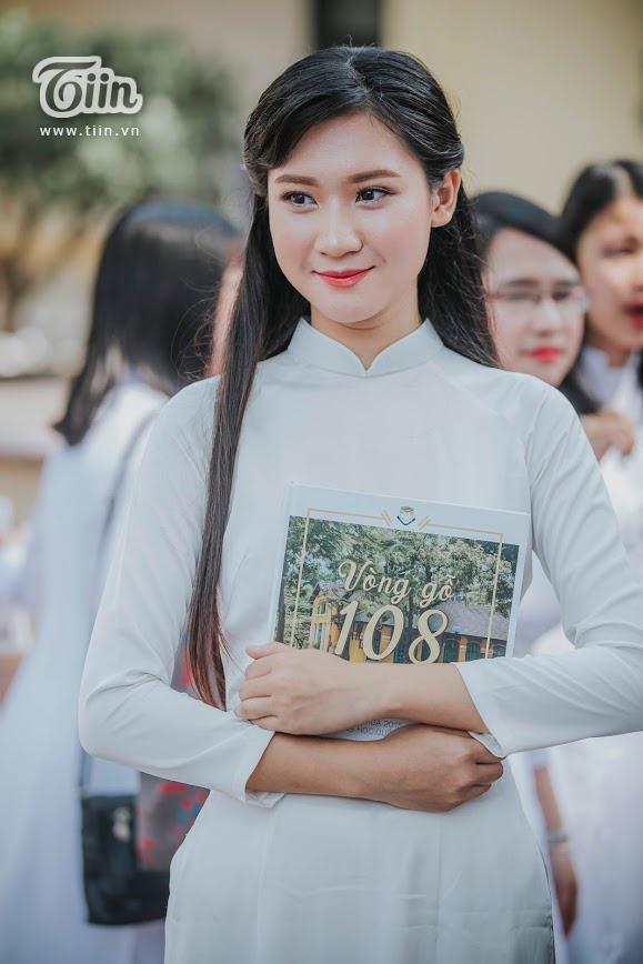 Vẻ đẹp dịu dàng của nữ sinh trường Bưởi - Tạ Ngọc Mai Trang (Lớp 12 Toán)