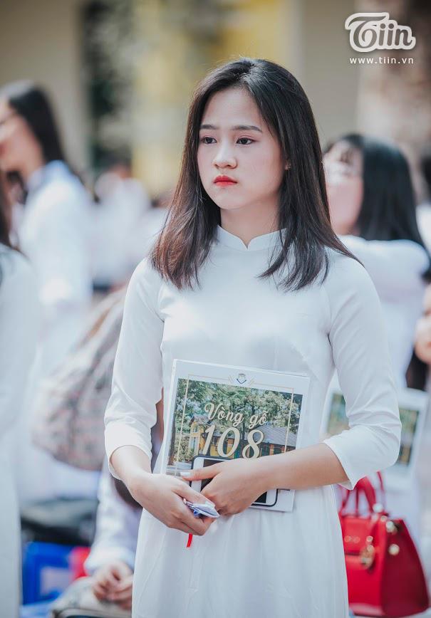 Nữ sinh Chu Văn An dịu dàng mà vẫn bừng sáng trong ngày chia tay tuổi học trò 16