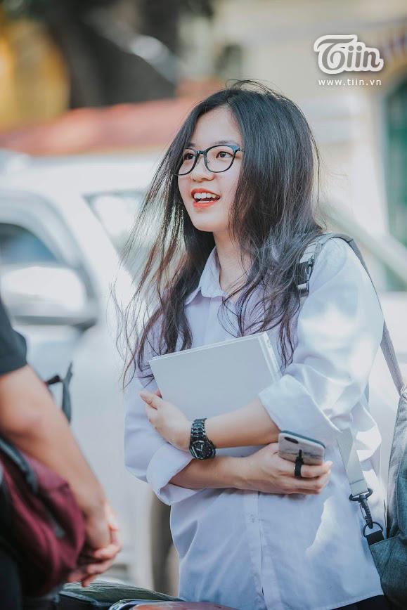 Nữ sinh Chu Văn An dịu dàng mà vẫn bừng sáng trong ngày chia tay tuổi học trò 11