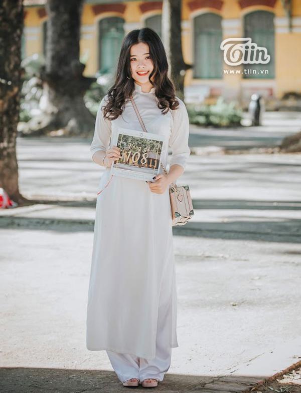 Cẩm Ly (Lớp 12 Văn) - cô gái cũng được các bạn bè Chu Văn An nhớ mặt, chỉ tên nhờ thành tích học tập khủng