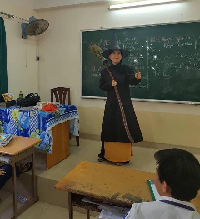 Cô Linh lên lớp với trang phục đặc biệt.
