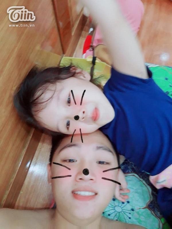 Trừ những lúc nghịch ngợm của cô em thì Quang Huy và Trâm Anh đều rất thân thiết, quấn quýt'.