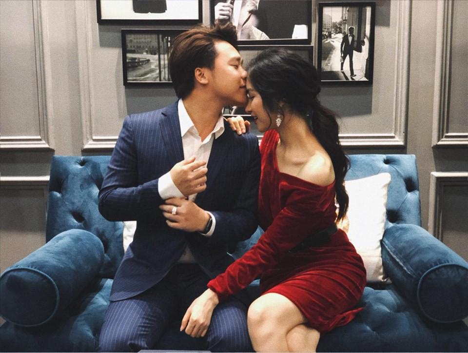 Bạn trai đăng ảnh ngọt ngào bên Hòa Minzy nhân dịp sinh nhật nữ ca sĩ.