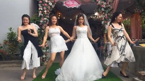 Cô dâu cùng hội bạn thân 'quẩy hết nấc'trong đám cưới 0