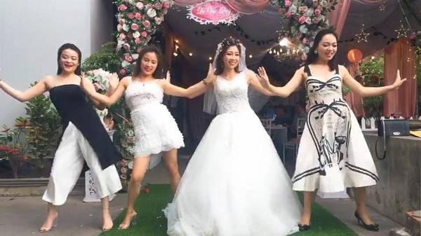 Cô dâu cùng hội bạn thân 'quẩy hết nấc'trong đám cưới 1